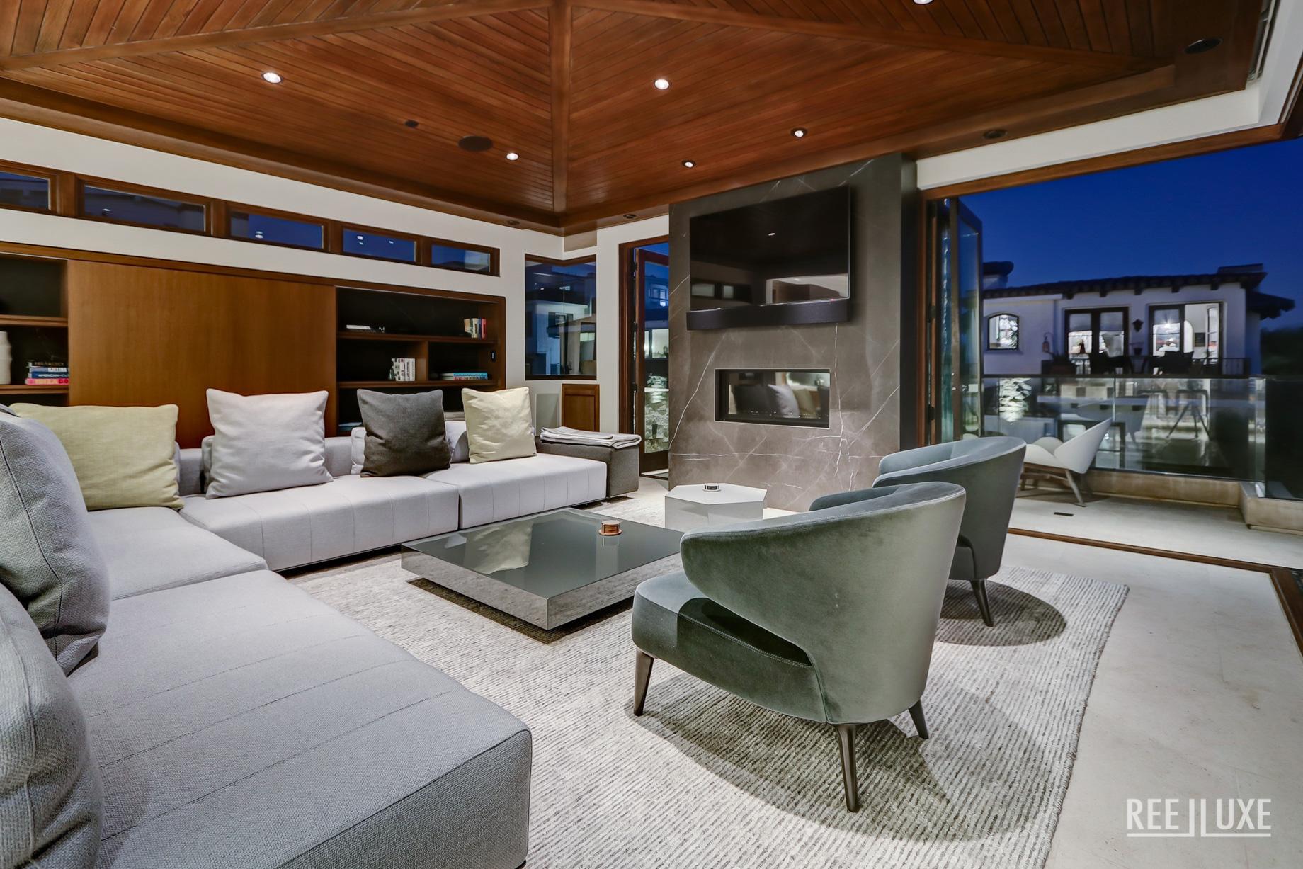 Bespoke Luxury Residence - 205 20th Street, Manhattan Beach, CA, USA - Living Room