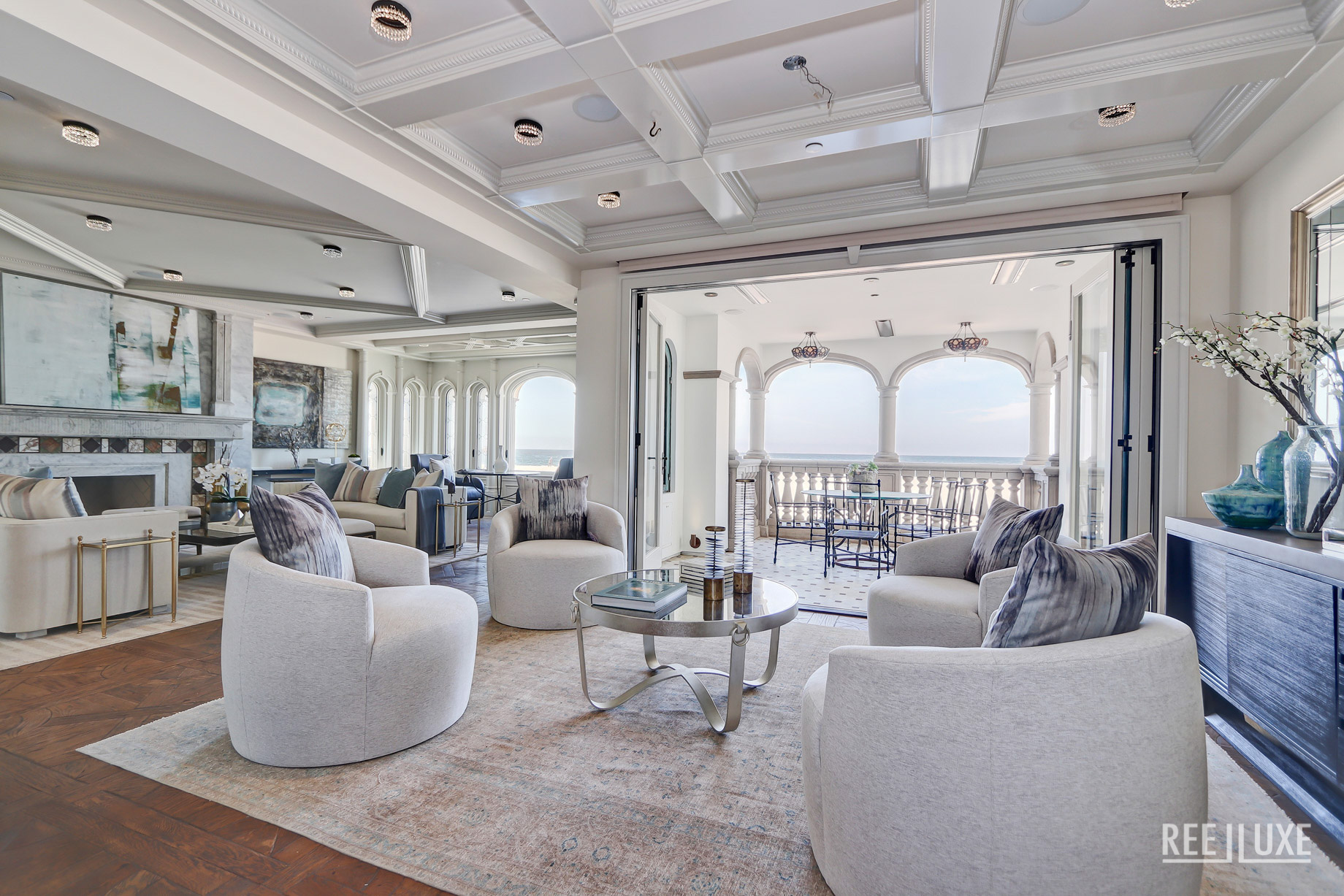 Oceanfront Luxury Exemplified - 2806 The Strand, Hermosa Beach, CA, USA - Living Room