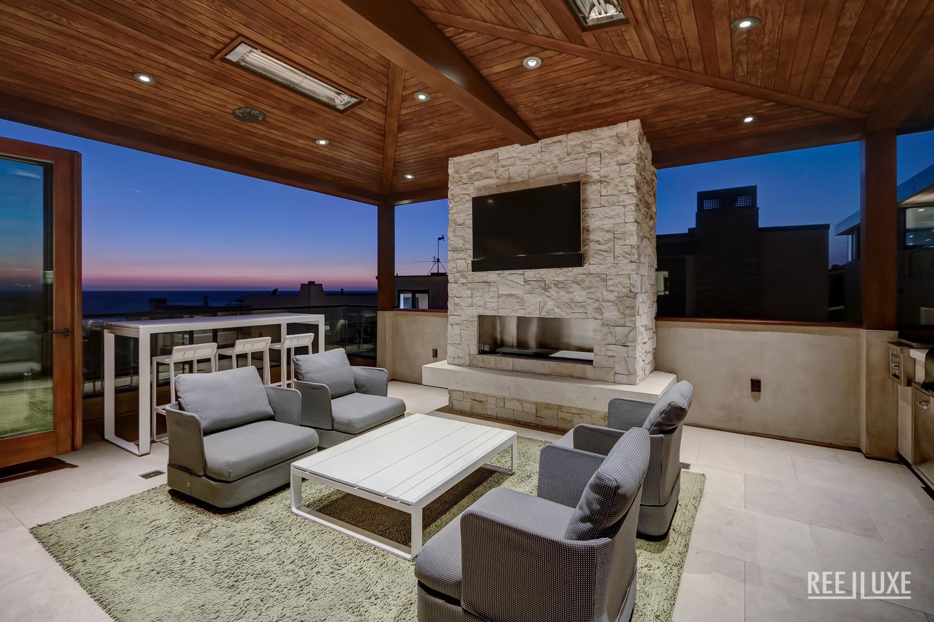 Bespoke Luxury Residence - 205 20th Street, Manhattan Beach, CA, USA - Back Deck