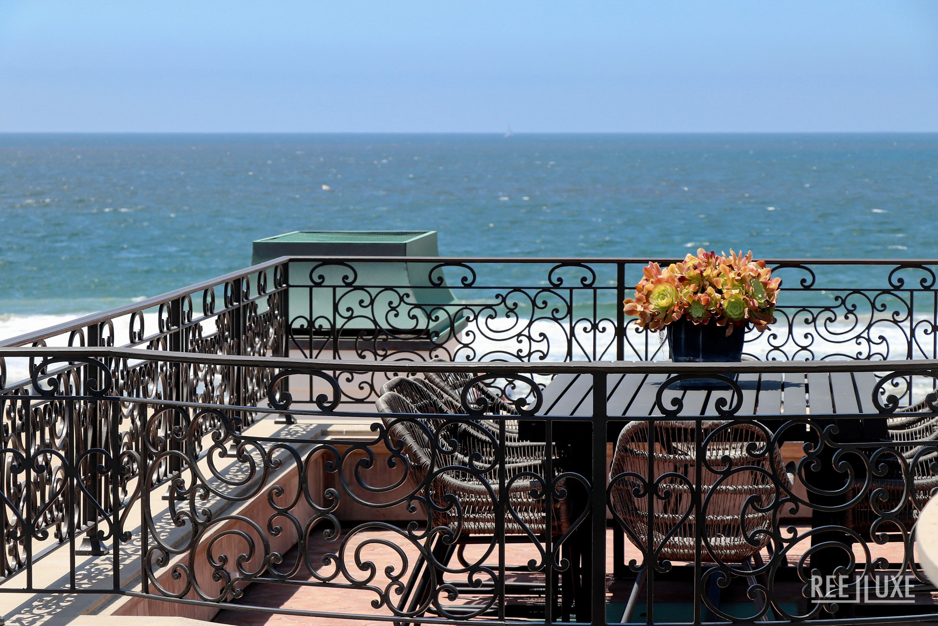 Oceanfront Luxury Exemplified - 2806 The Strand, Hermosa Beach, CA, USA - Rooftop Deck Dining