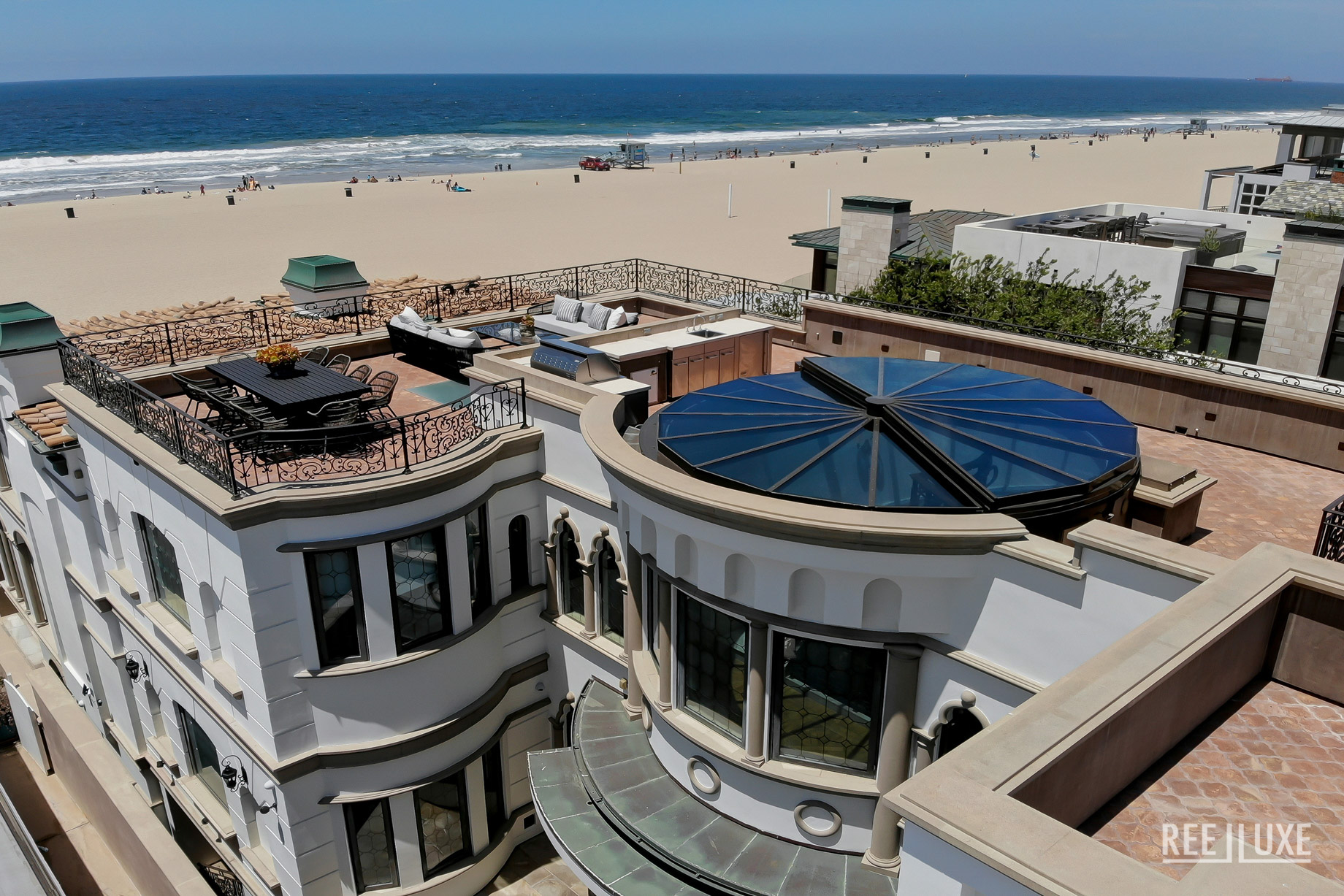Oceanfront Luxury Exemplified - 2806 The Strand, Hermosa Beach, CA, USA - Roof Deck