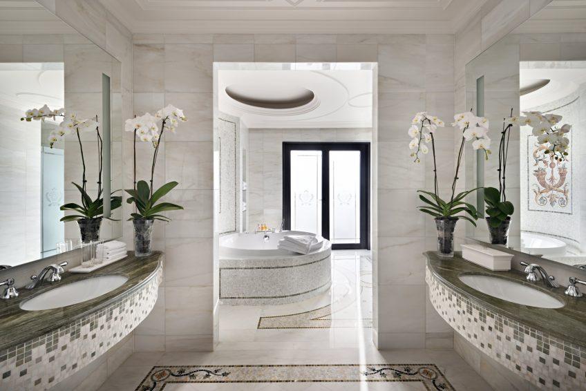 Palazzo Versace Dubai Hotel - Jaddaf Waterfront, Dubai, UAE - Signature Suite Bathroom