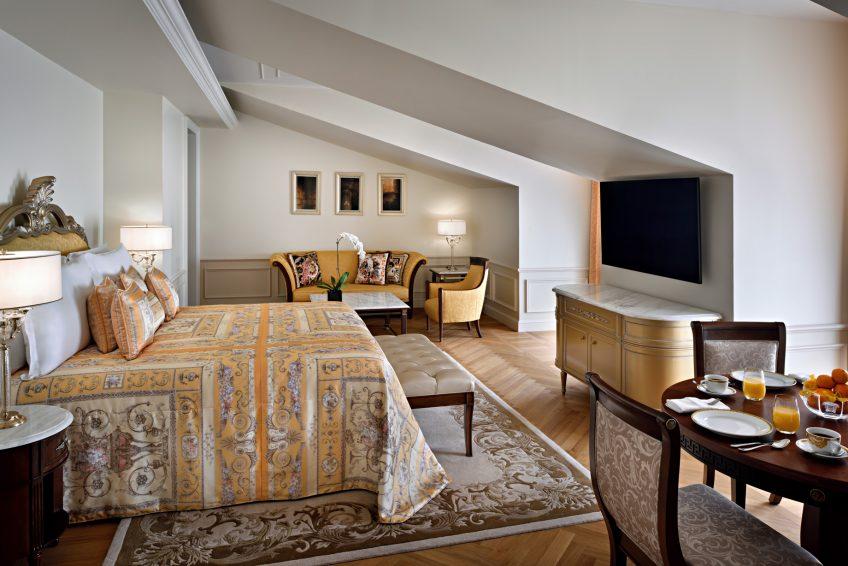 Palazzo Versace Dubai Hotel - Jaddaf Waterfront, Dubai, UAE - Permiere Versace Club Room Bedroom