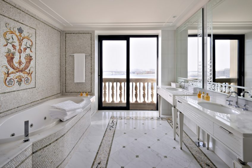Palazzo Versace Dubai Hotel - Jaddaf Waterfront, Dubai, UAE - Versace Residence Bathroom