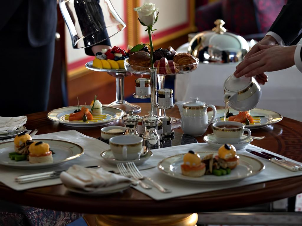 Burj Al Arab Luxury Hotel - Jumeirah St, Dubai, UAE - Restaurant Food Service