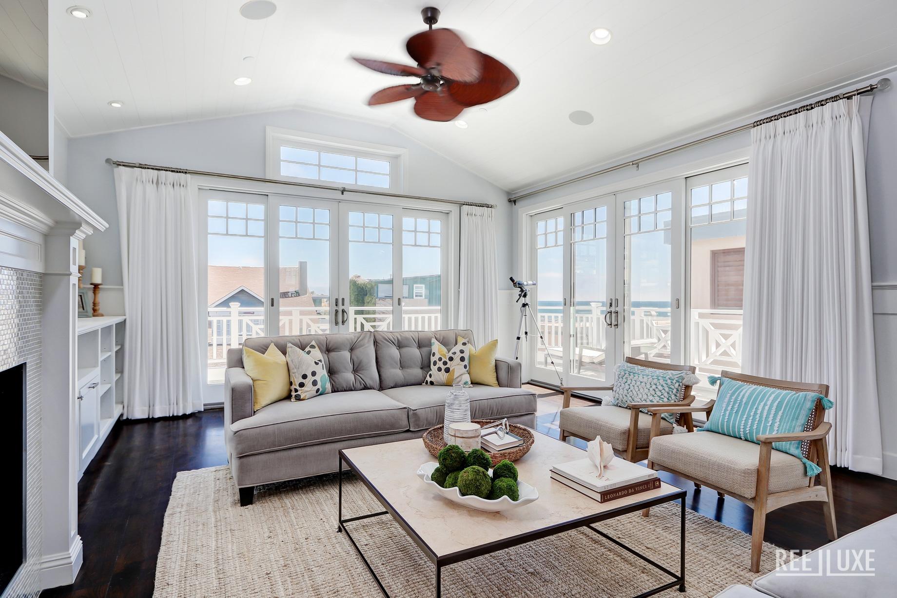 Coastal Oceanview Luxury Retreat - 125 8th St, Manhattan Beach, CA, USA - Living Room