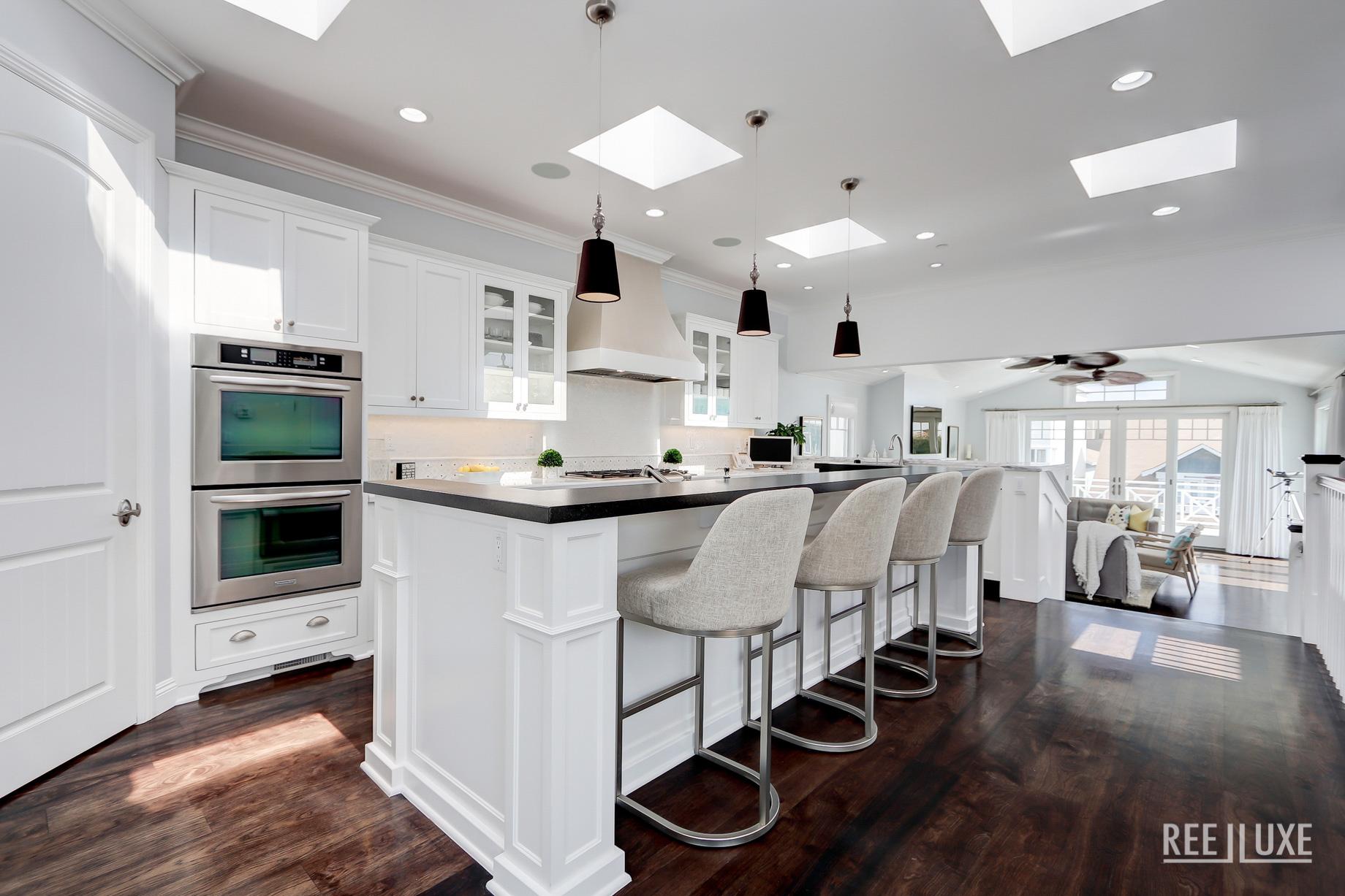 Coastal Oceanview Luxury Retreat - 125 8th St, Manhattan Beach, CA, USA - Kitchen