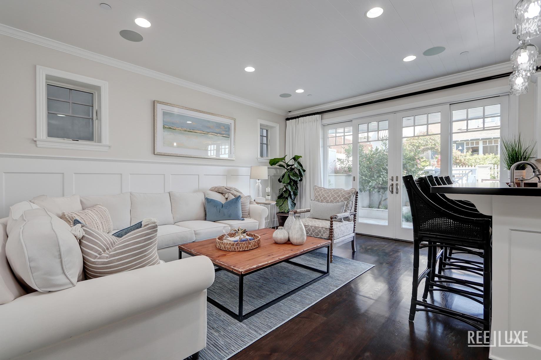 Coastal Oceanview Luxury Retreat - 125 8th St, Manhattan Beach, CA, USA - Family Room