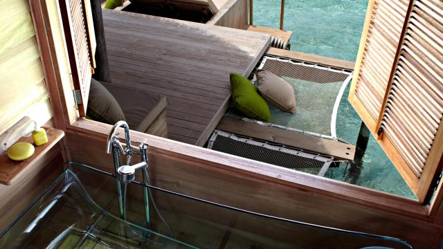 Six Senses Laamu Luxury Resort - Laamu Atoll, Maldives - Overwater Villa Clear Bathtub