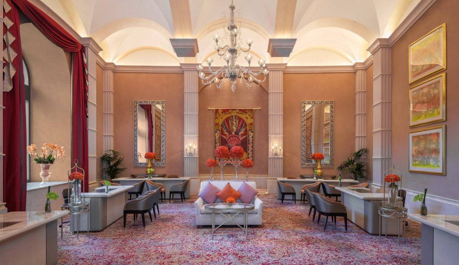 Atlantis The Palm Luxury Resort - Crescent Rd, Dubai, UAE - Concierge Lounge
