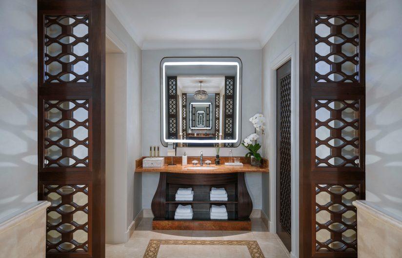 Atlantis The Palm Luxury Resort - Crescent Rd, Dubai, UAE - Presidential Suite Bathroom