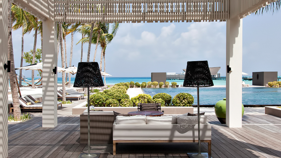 Cheval Blanc Randheli Luxury Resort - Noonu Atoll, Maldives - The White Bar Beach Club Patio