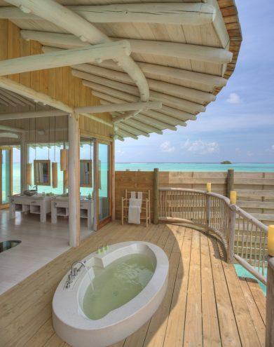 Soneva Jani Luxury Resort - Noonu Atoll, Medhufaru, Maldives - 2 Bedroom Water Retreat Villa Ocean Bathroom