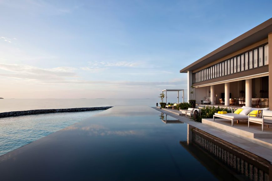 Cheval Blanc Randheli Luxury Resort - Noonu Atoll, Maldives - Resort Infinity Pool