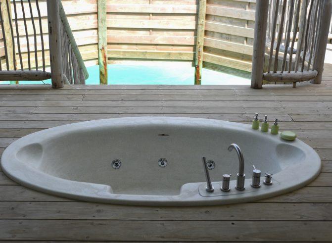 Soneva Jani Luxury Resort - Noonu Atoll, Medhufaru, Maldives - 1 Bedroom Water Retreat Villa Outdoor Soaker Tub