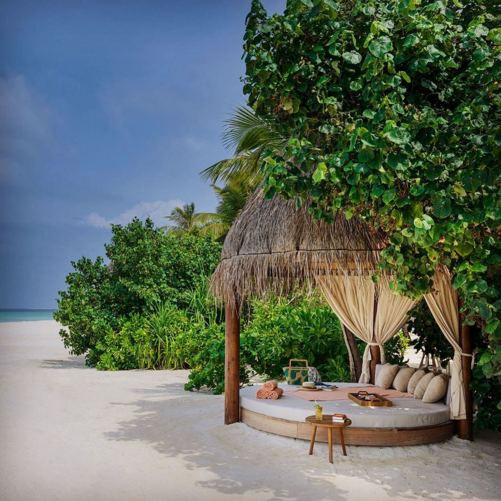 Joali Maldives Luxury Resort - Muravandhoo Island, Maldives - Beachfront Outdoor Bed
