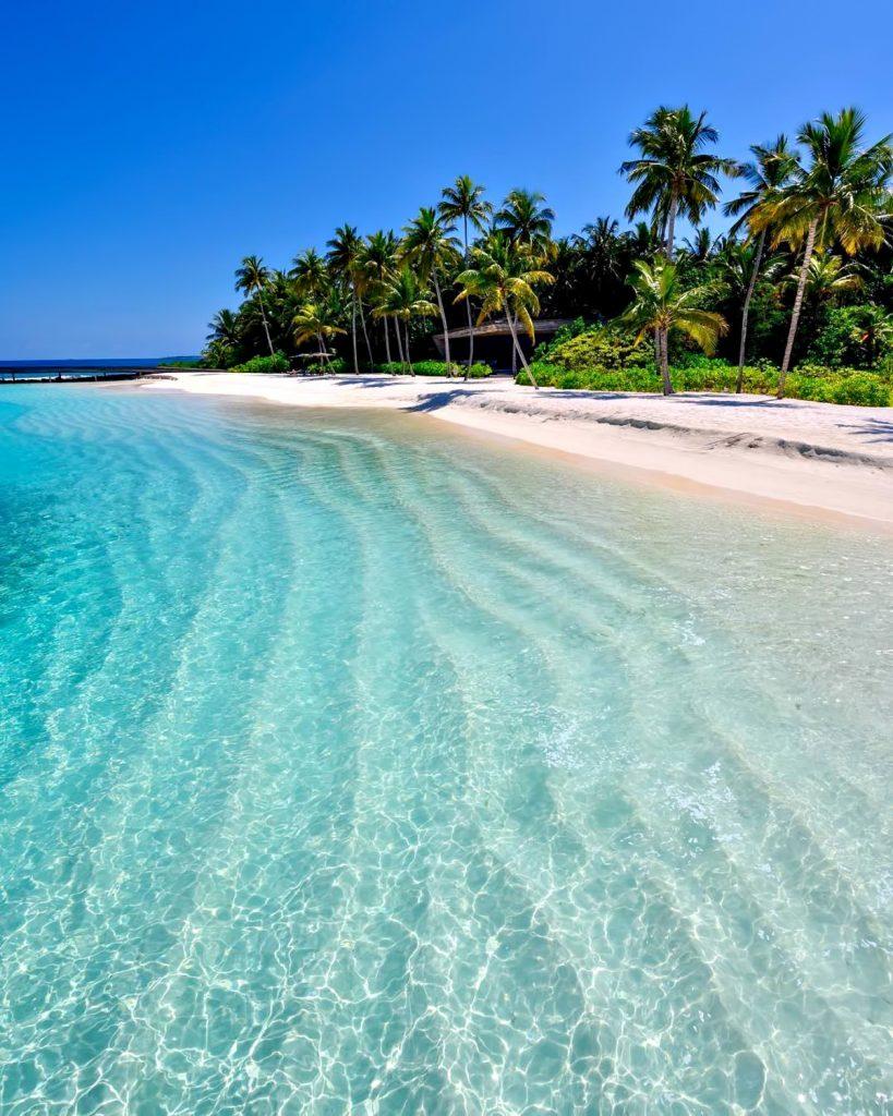 The St. Regis Maldives Vommuli Luxury Resort - Dhaalu Atoll, Maldives - White Sand Beach