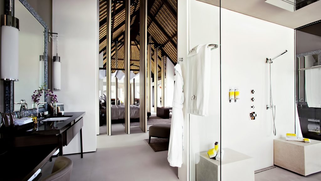 Cheval Blanc Randheli Luxury Resort - Noonu Atoll, Maldives - Overwater Villa Bathroom