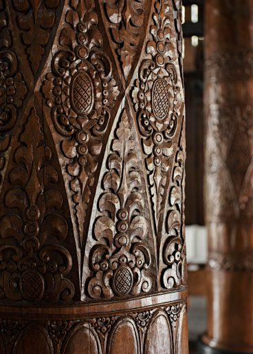 One&Only Reethi Rah Luxury Resort - North Male Atoll, Maldives - Reception Pillar Wood Carving