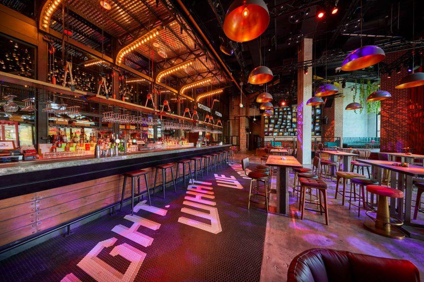 Atlantis The Palm Luxury Resort - Crescent Rd, Dubai, UAE - Wavehouse Bar