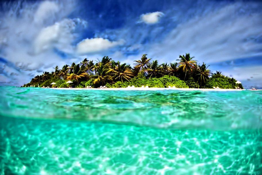 Velassaru Maldives Luxury Resort - South Male Atoll, Maldives - Underwater View