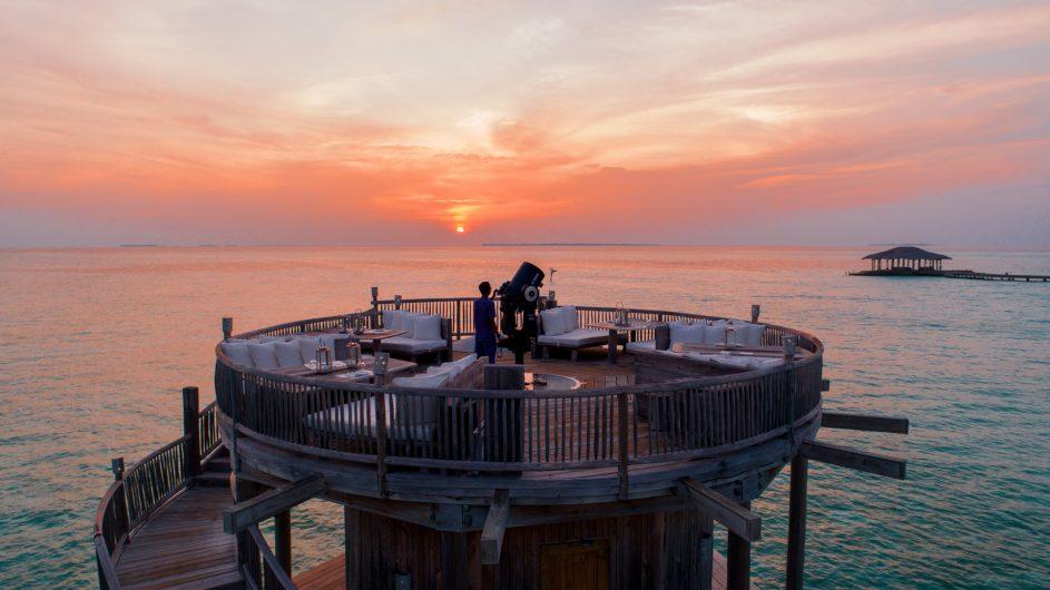Soneva Jani Luxury Resort - Noonu Atoll, Medhufaru, Maldives - So Starstruck Lounge Telescope Sunset