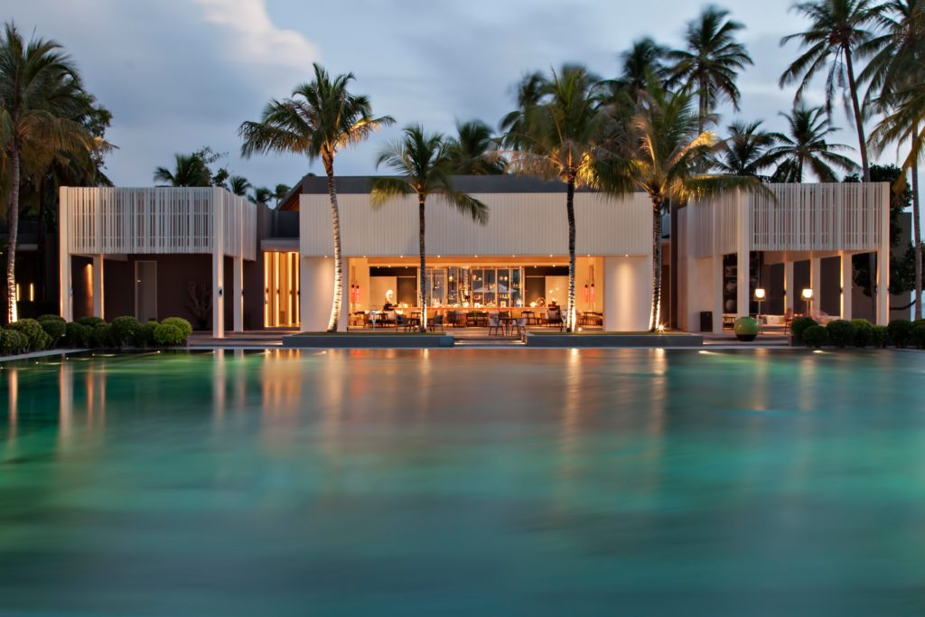 Cheval Blanc Randheli Luxury Resort - Noonu Atoll, Maldives - White Bar Beach Club Pool Sunset