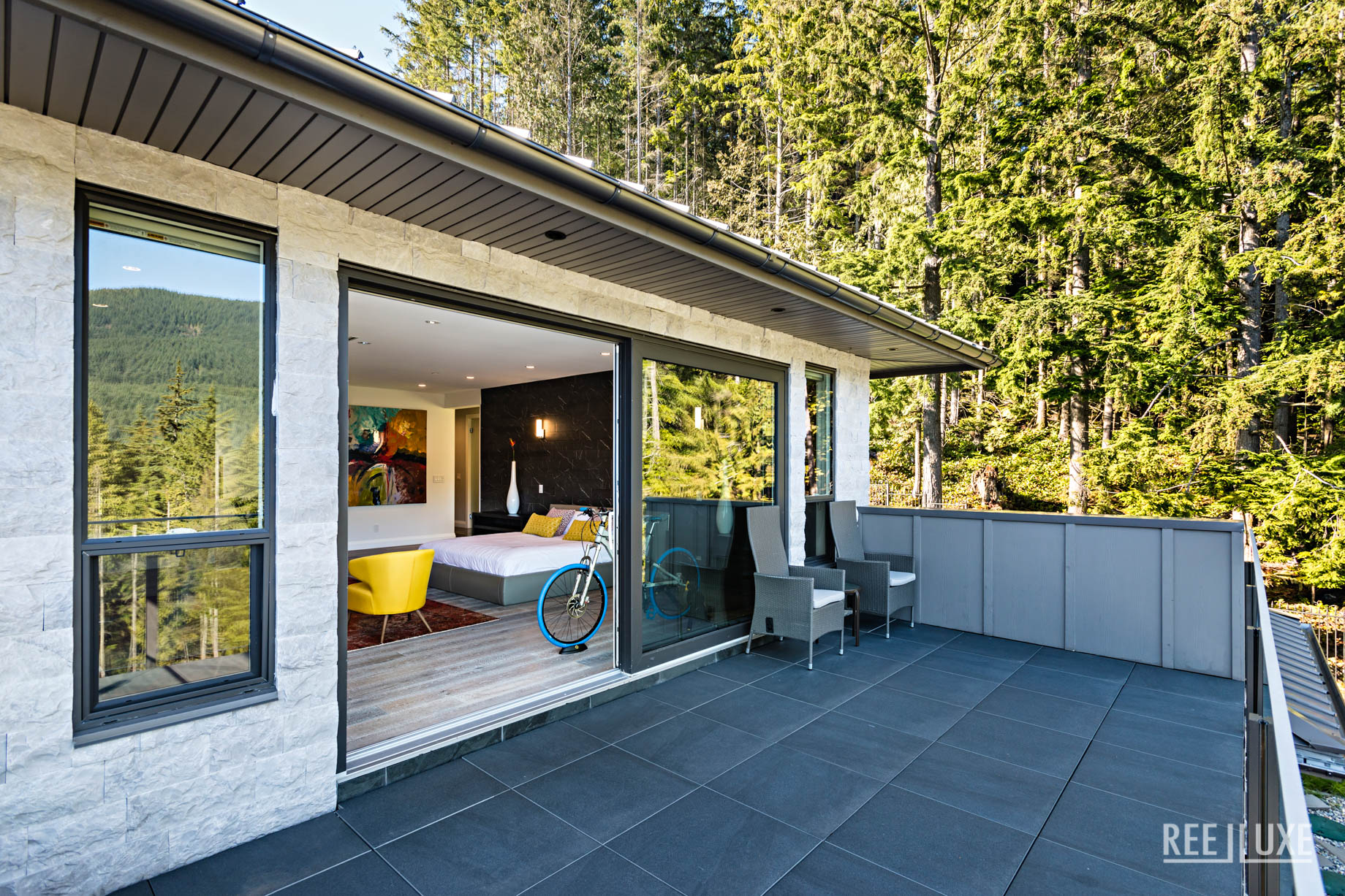 Modern West Coast Contemporary Home - 1083 Uplands Dr, Anmore, BC, Canada